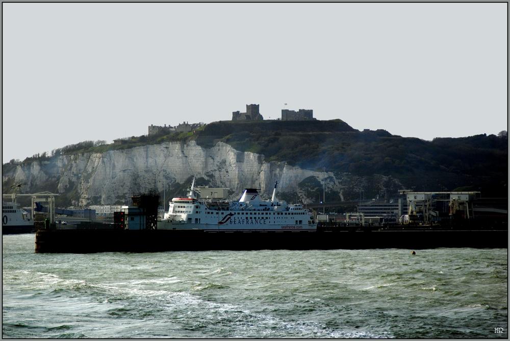 Dover Castle auf den Kreidefelsen.