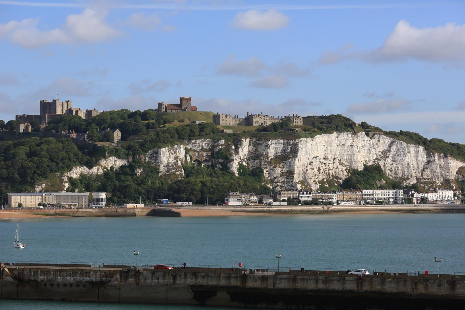 Dover Castle und Kreidefelsen