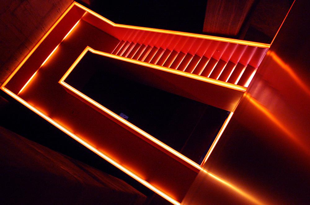 downstairs goldvorschwarz