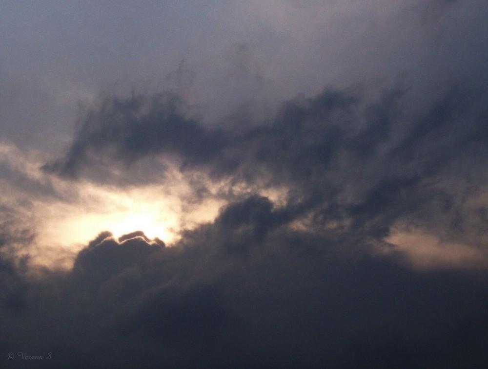 Drache in den Wolken