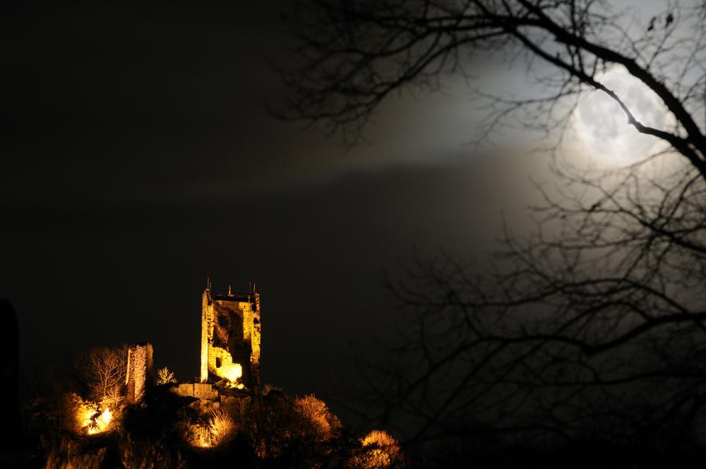 Drachenfels im Mondlicht