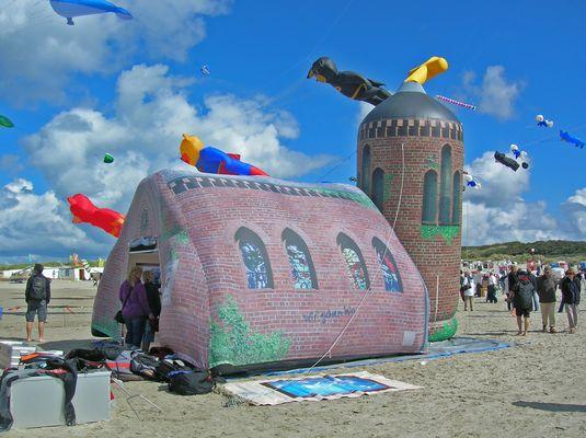 """Drachenfest 6 - die Kirche: """"aufgeblasen"""""""