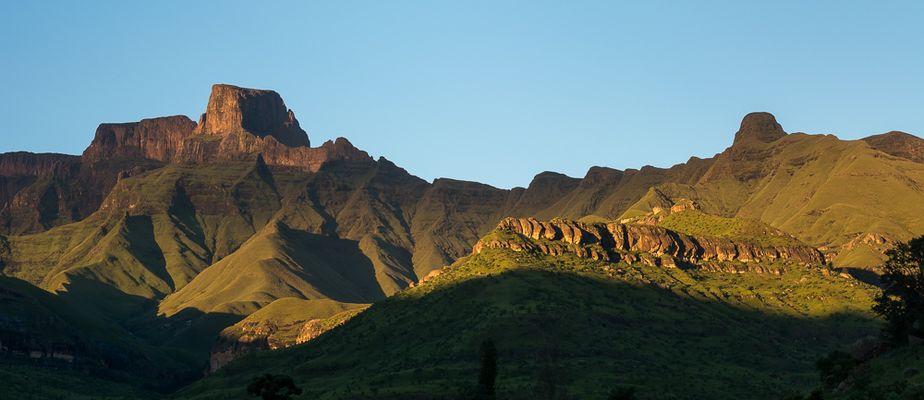 Drakensberge am frühen Morgen