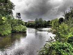 Dramatischer Teich I