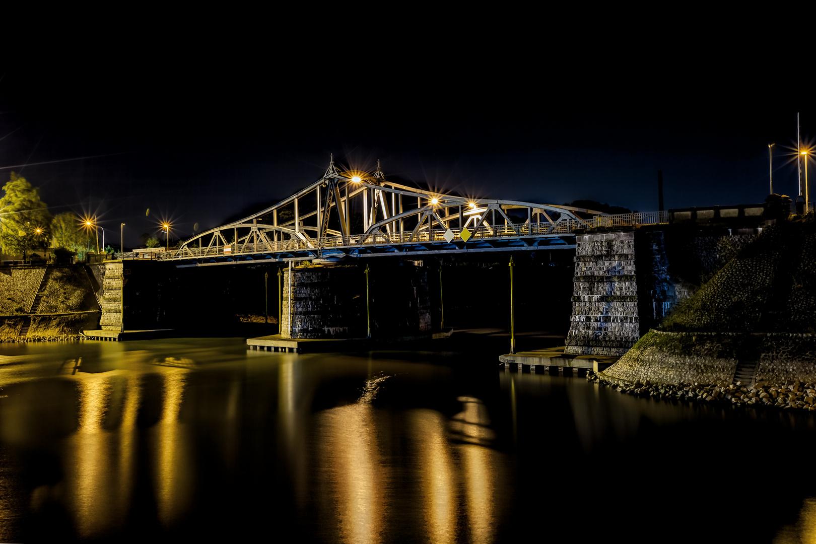 Drehbrücke im Hafen von Krefeld Linn
