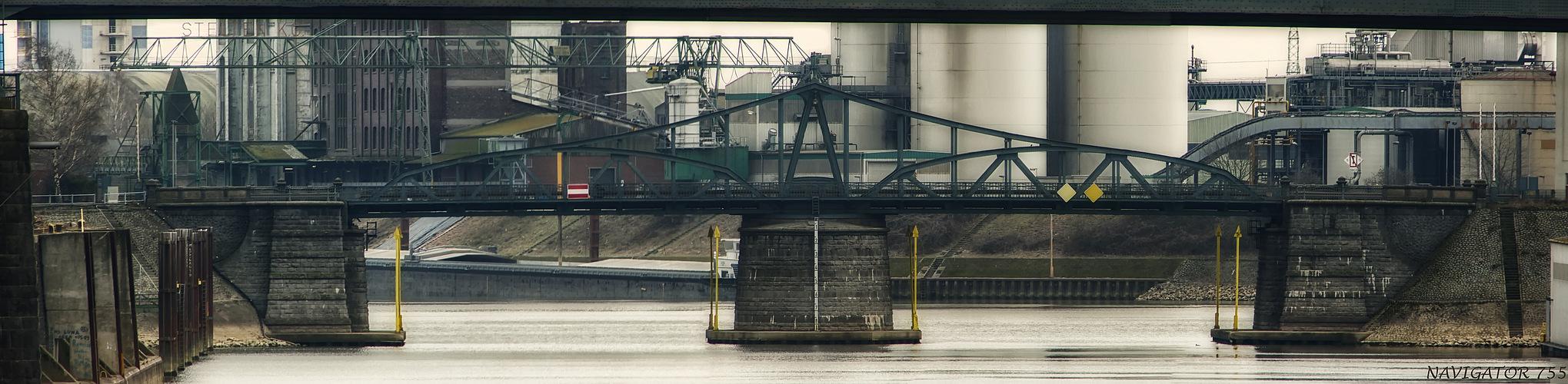 Drehbrücke im Rheinhafen Krefeld - Uerdingen