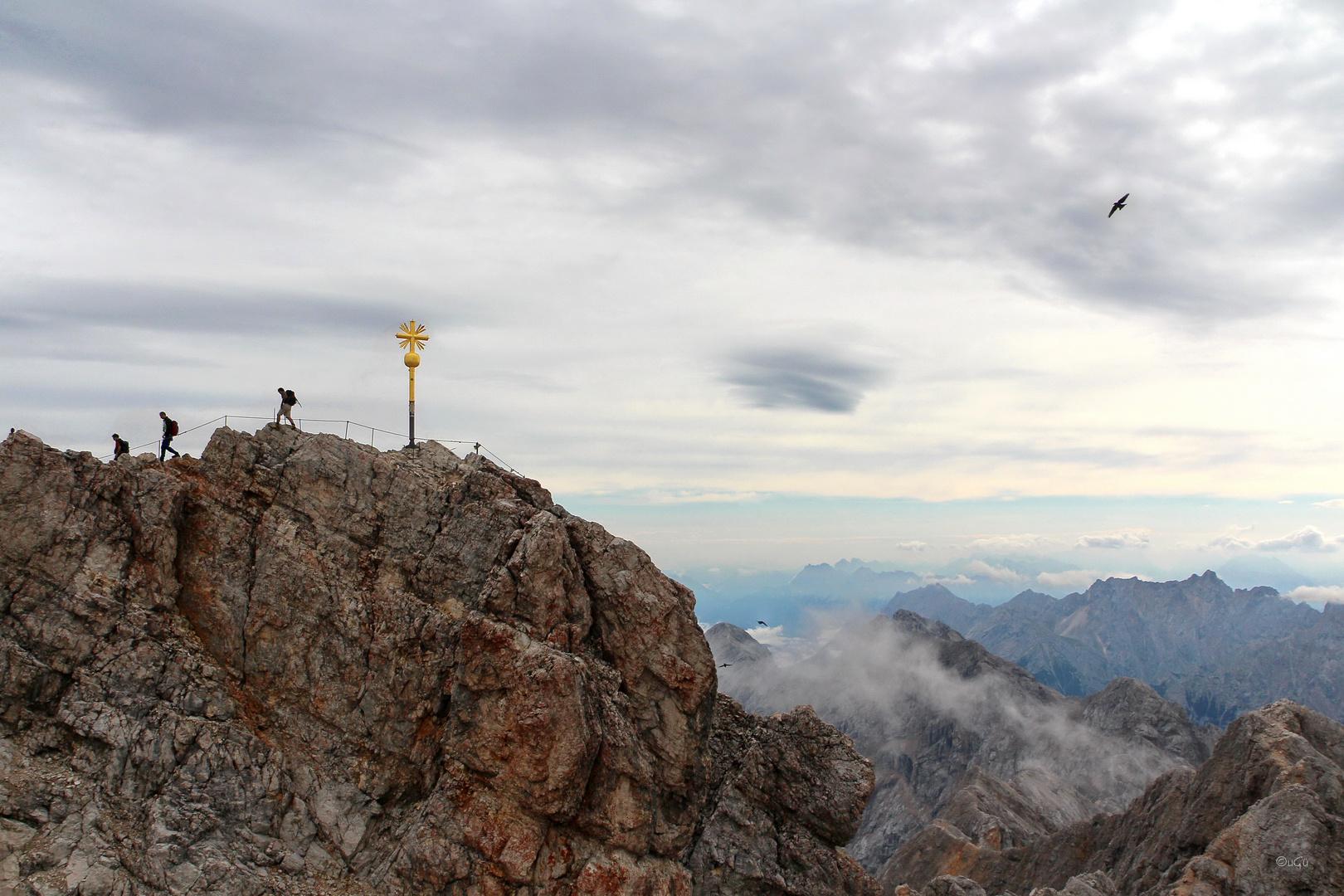 Drei am Gipfelkreuz