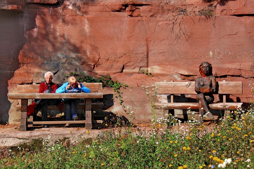 Drei Damen auf der Bank