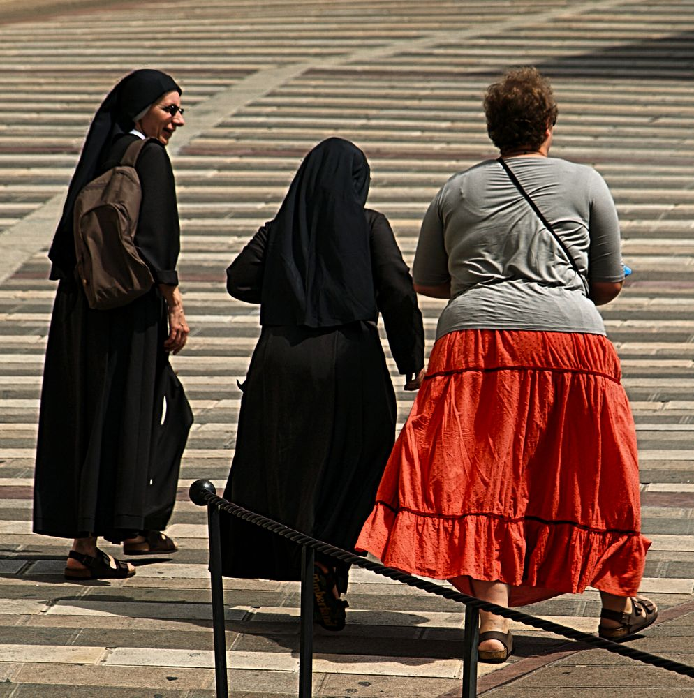 Drei Frauen auf Pilgerschaft