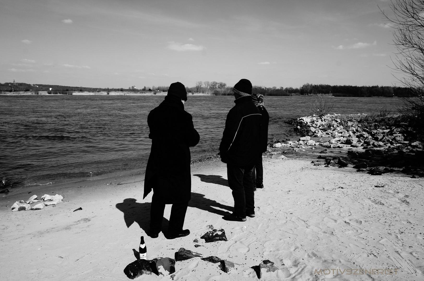 Drei Mann am Rhein