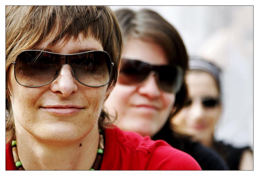 drei mit Sonnenbrillen....