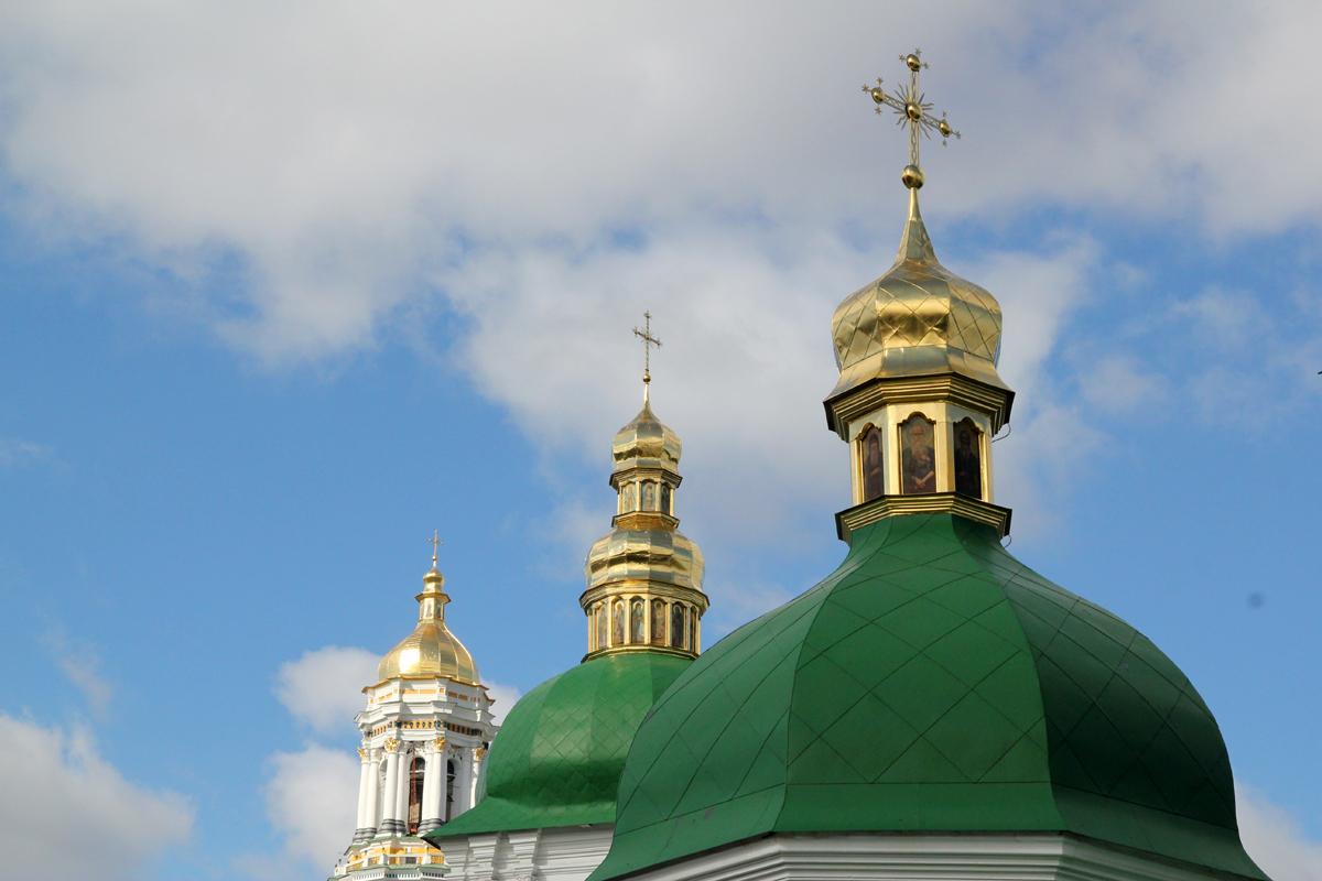 Drei Türme vom Höhlenkloster in Kiew