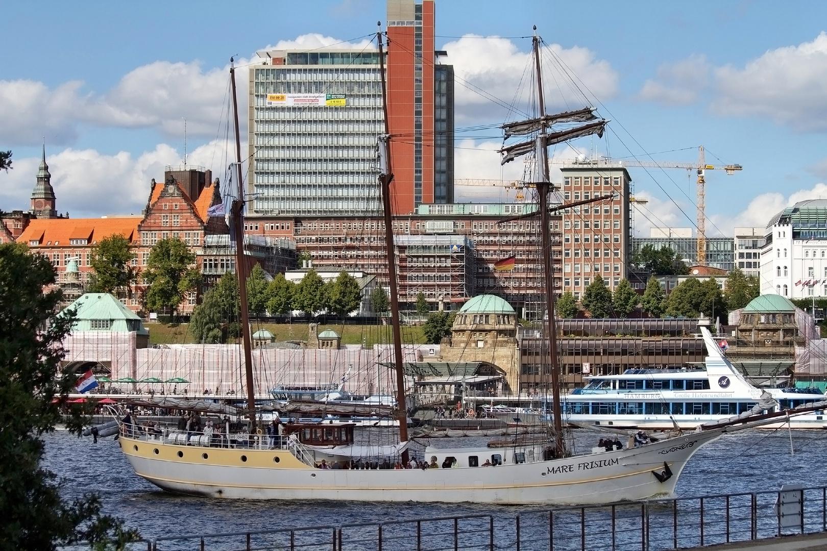 Dreimastschoner Mare Frisium im Hamburger Hafen