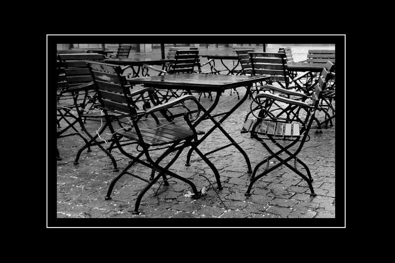 Dreizehn Stühle