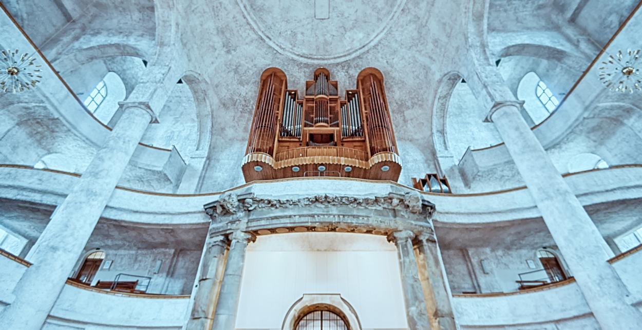 Dresden... #19 - Kreuzkirche, Blick zur Orgel
