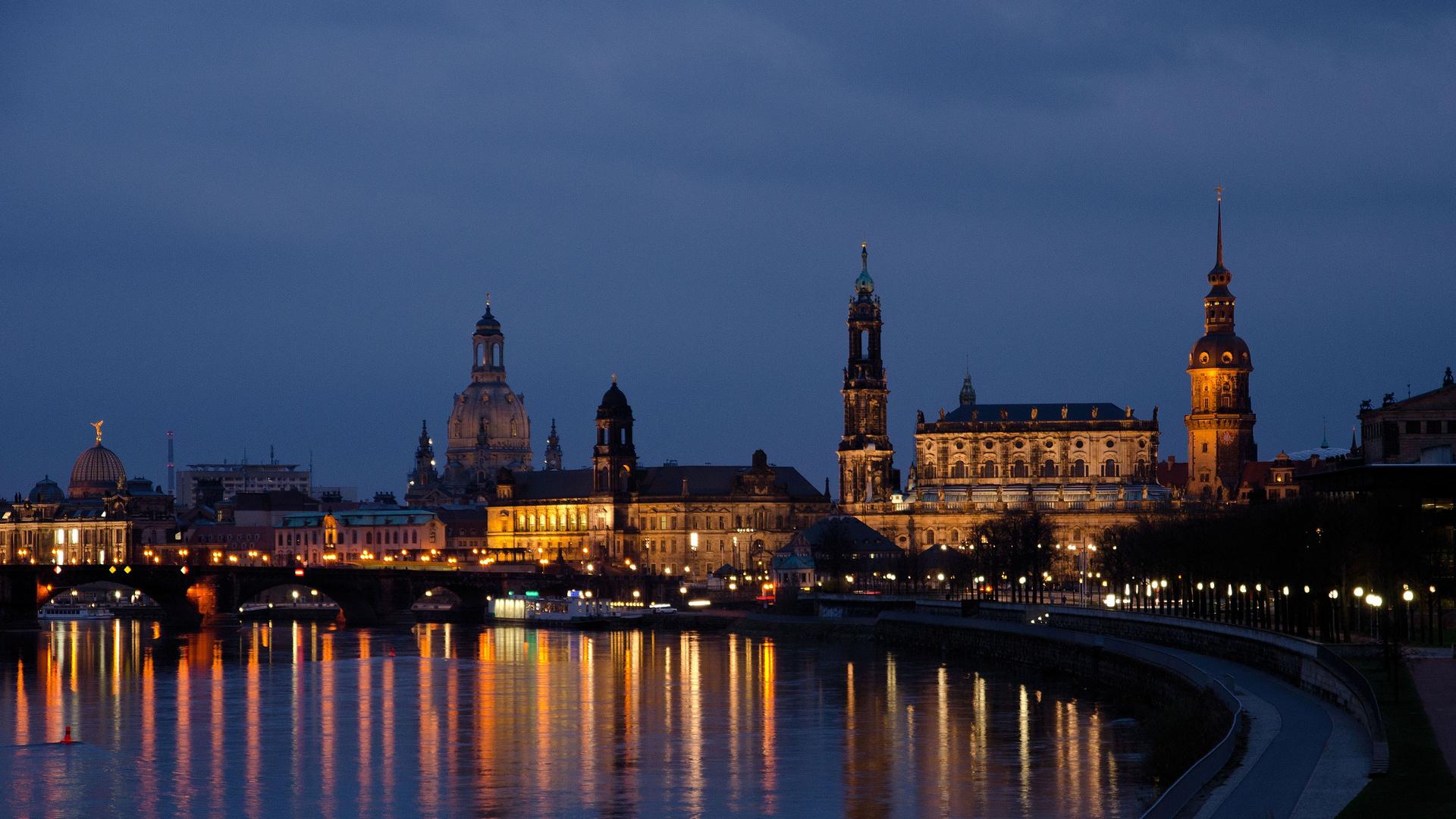 Dresden (2): Altstadtpanorama bei Nacht