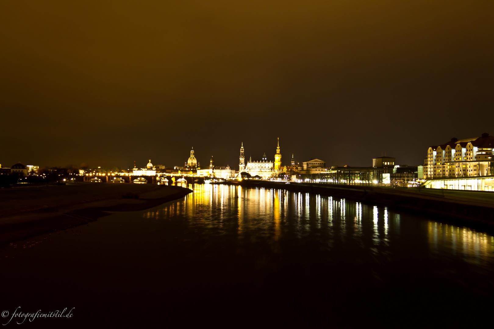 Dresden bei Nacht am ersten Adventswochenende