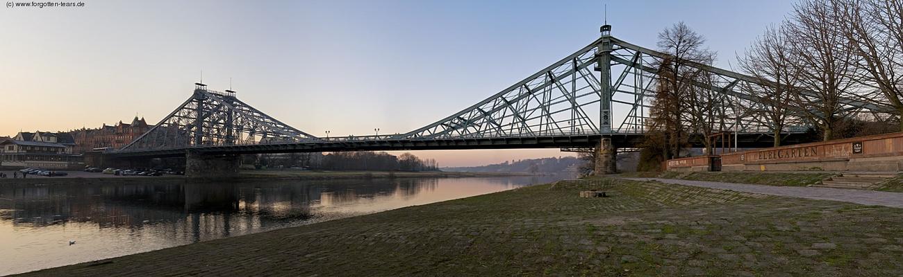 Dresden: Blaues Wunder im Sonnenuntergang
