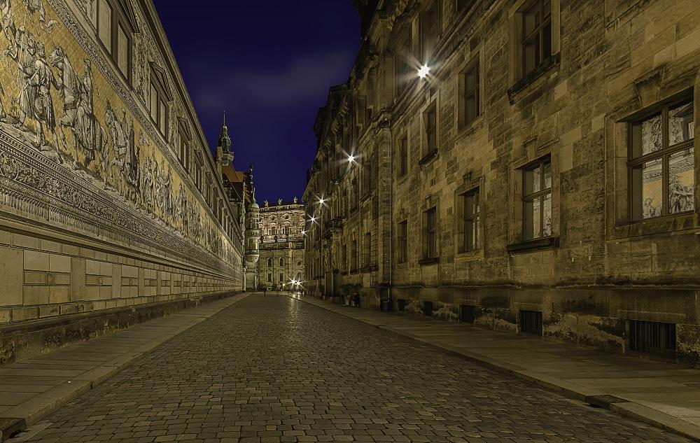 Dresden - Blick in die Augustusstraße mit Fürstenzug