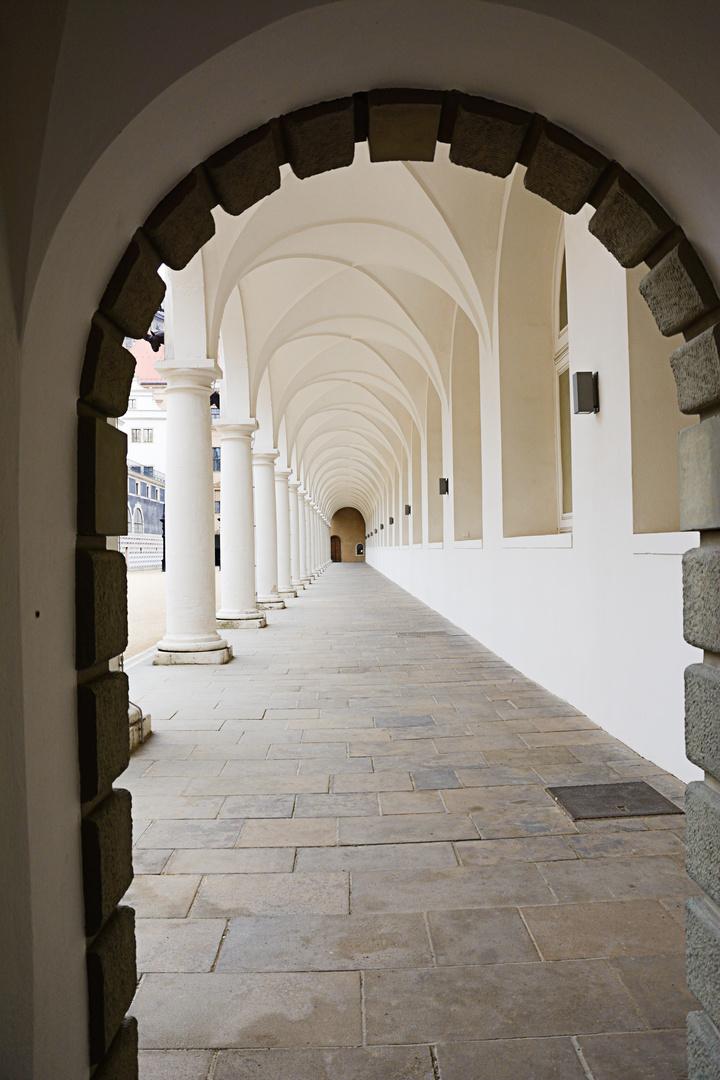 Dresden Durchgang zum Innenhof