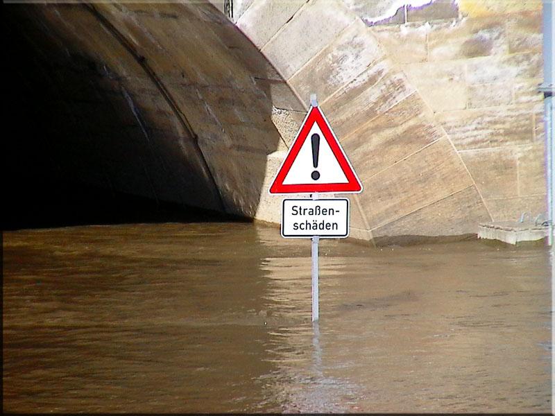 Dresden: Frühjahrshochwasser vertuscht Schlaglöcher
