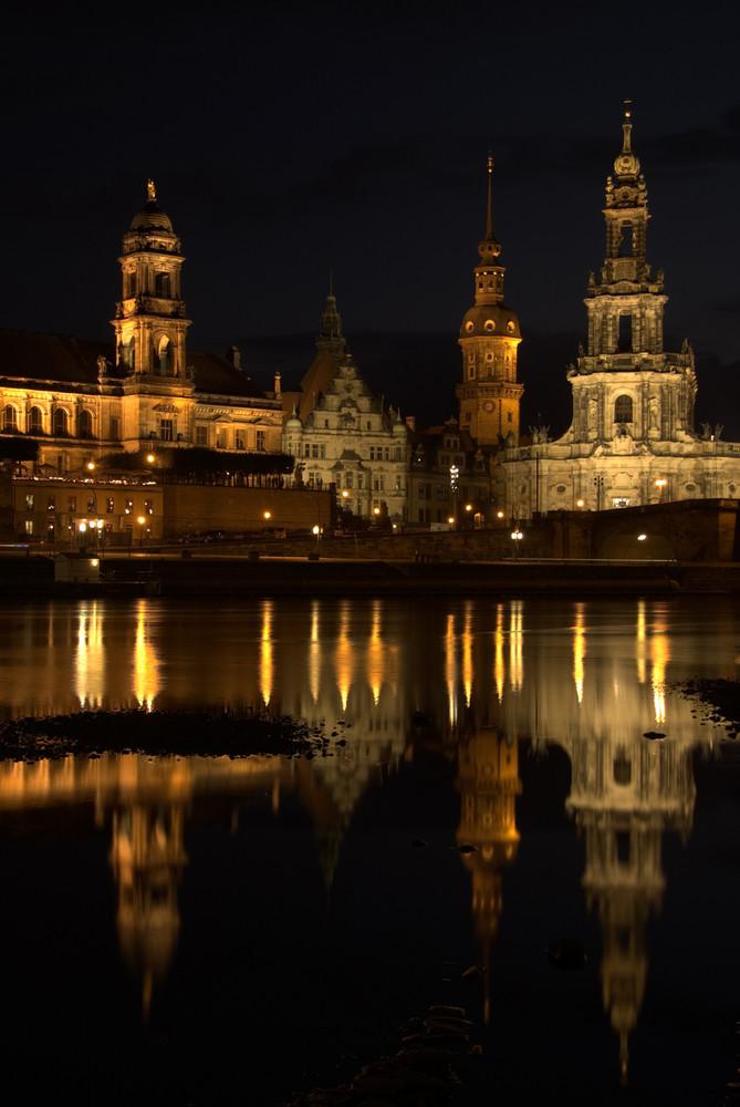 Dresden - Hofkirche - Nacht - Spiegelung