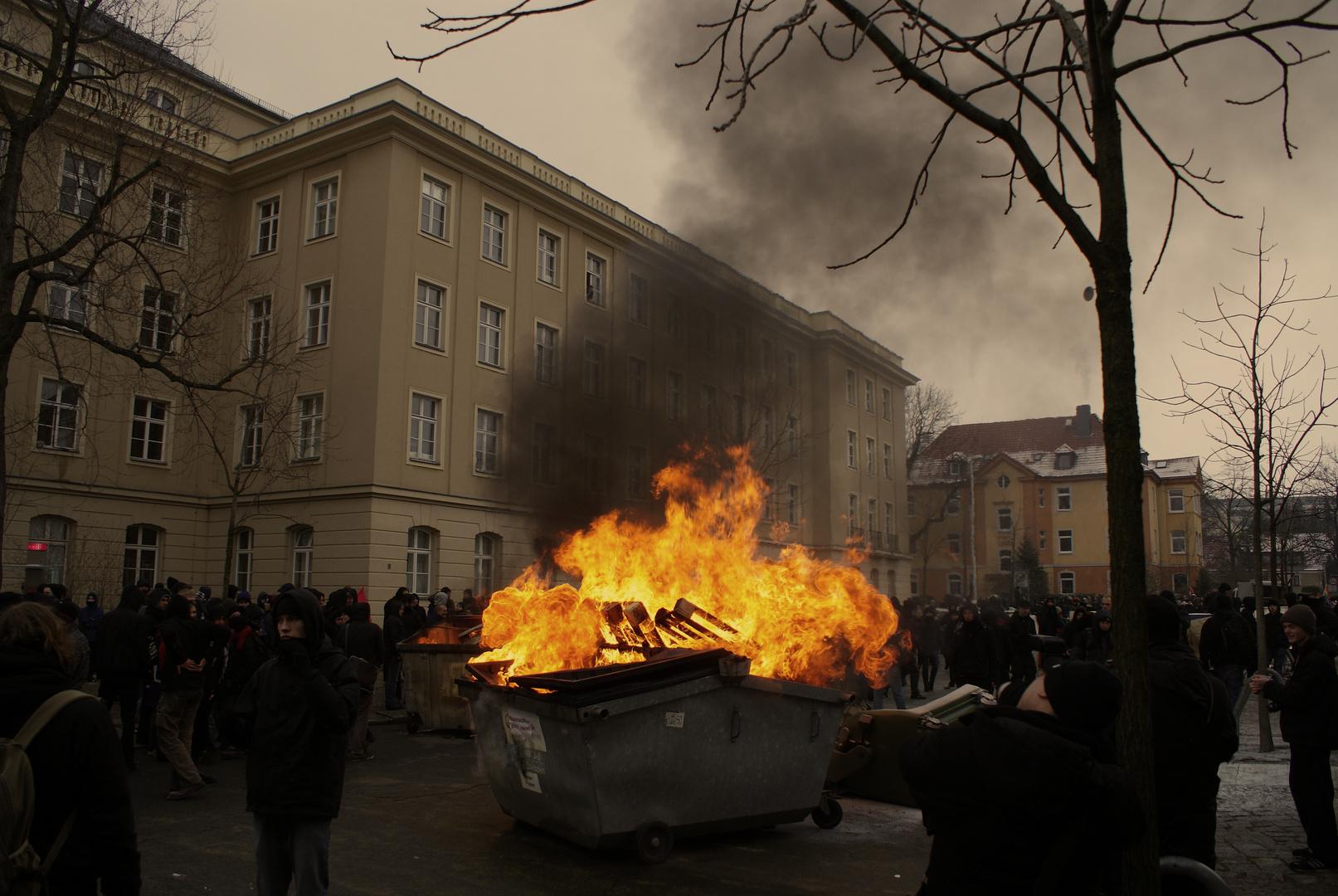 Dresden: zwischen Gedenken und Mülltonnbränden 2011