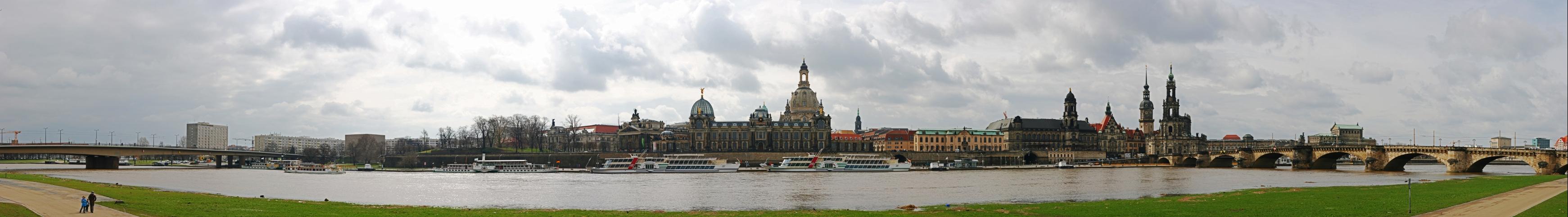 Dresden's Elbufer Panorama
