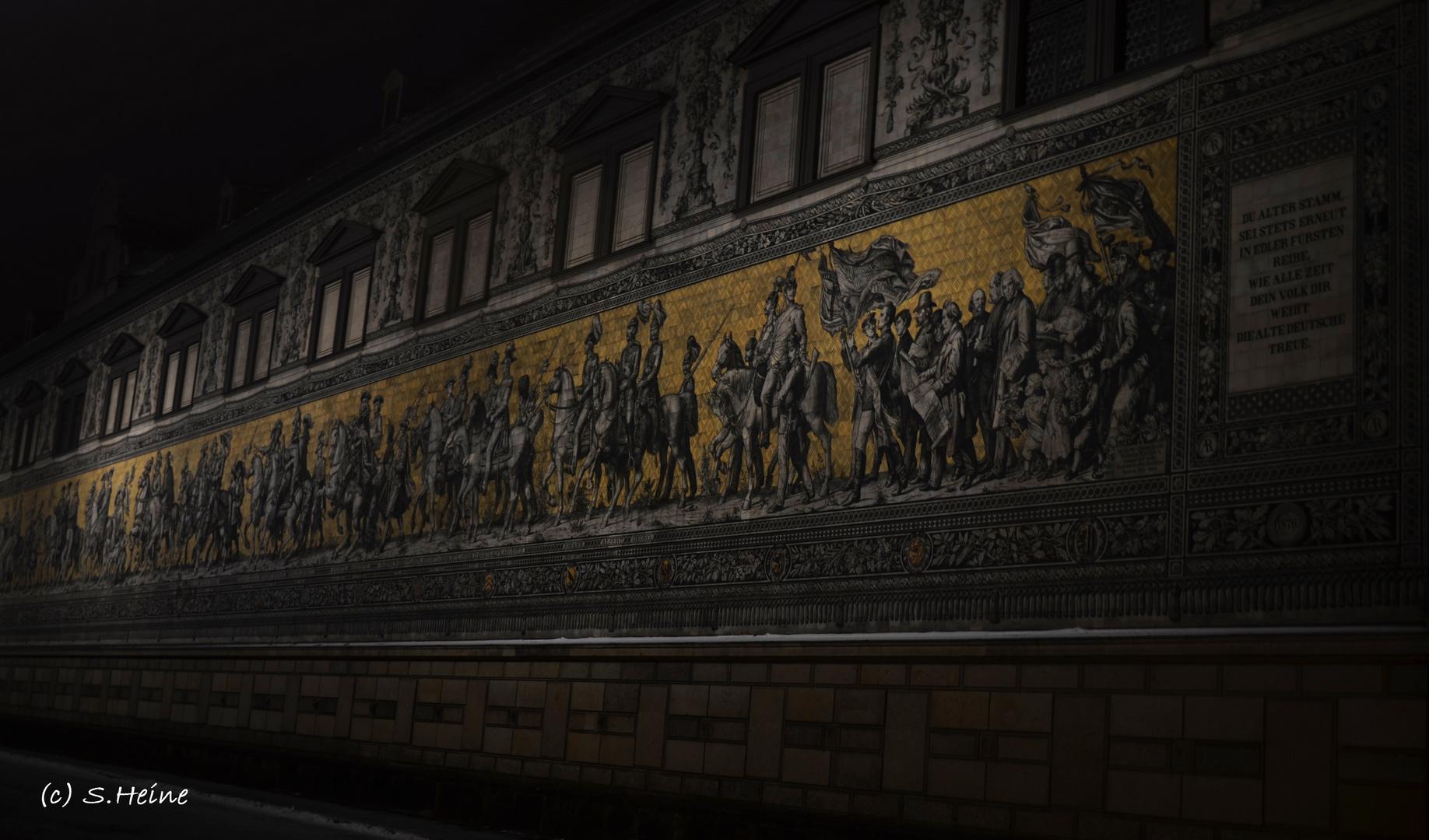 Dresdner Fürstenzug bei Nacht