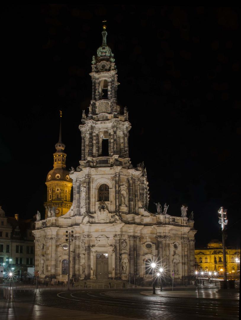 Dresdner Hofkirche bei Nacht