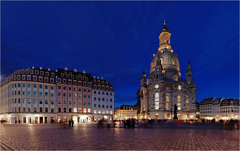 Dresdner Neumarkt mit Frauenkirche