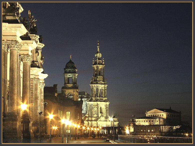 Dresdner Postkartenblick bei Nacht