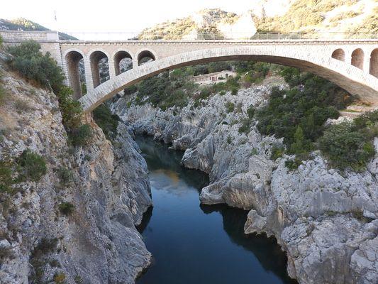 DSCN1079le pont du diable st guillhem le desert