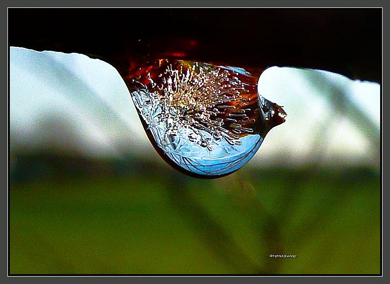 du givre dans une goutte d'eau...