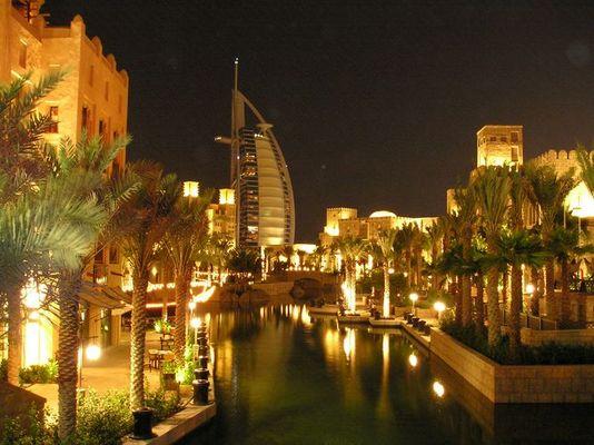 Dubai: Blick auf das Burj al Arab