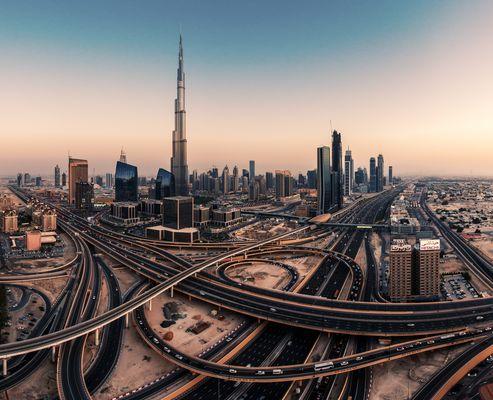Dubai - Burj Khalifa bei Sonnenuntergang