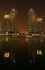 Dubai Marina - Nachtfoto - Spiegelung - HDR