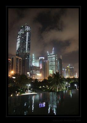 Dubai... sogar nachts am Strahlen