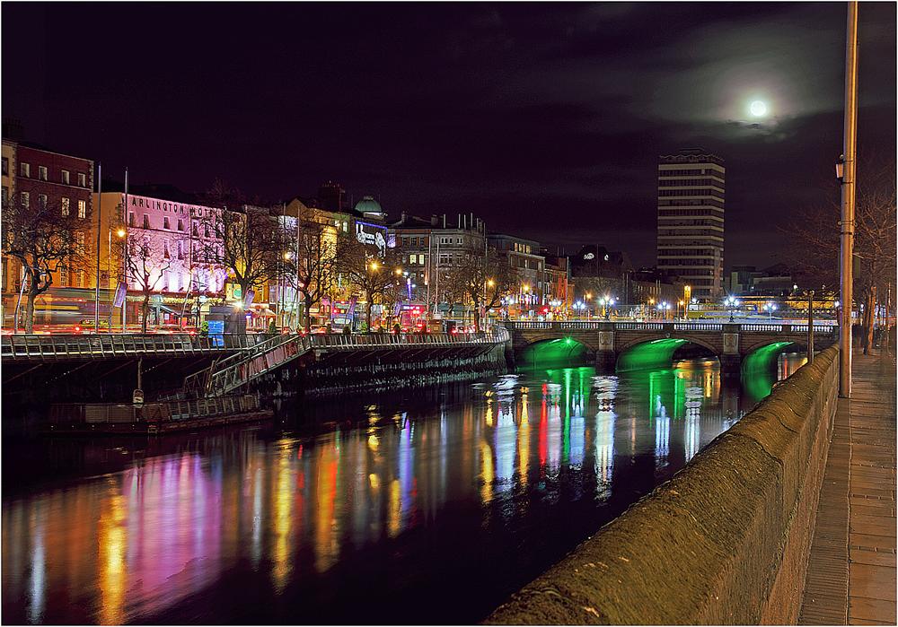 *Dublin by night*