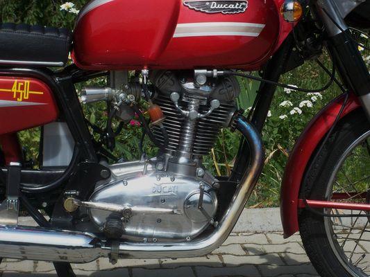 Ducati 450; Motor rechts