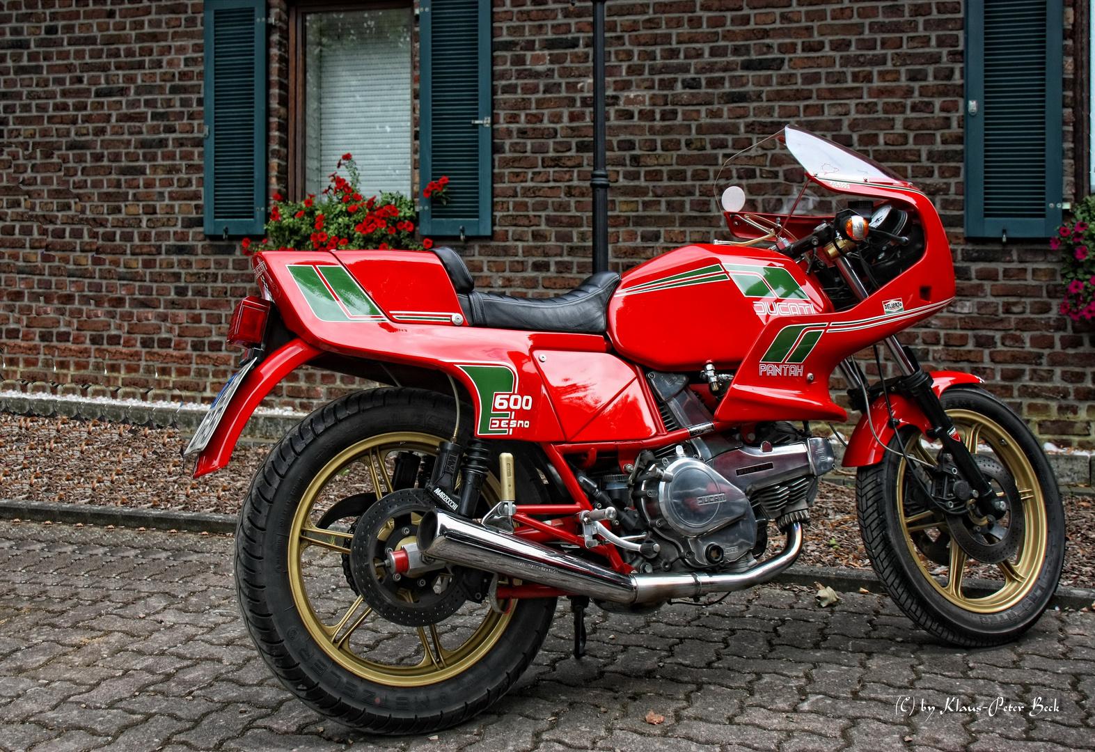 ducati pantah 600 ss desmo foto bild autos zweir der motorr der motorrad legenden. Black Bedroom Furniture Sets. Home Design Ideas