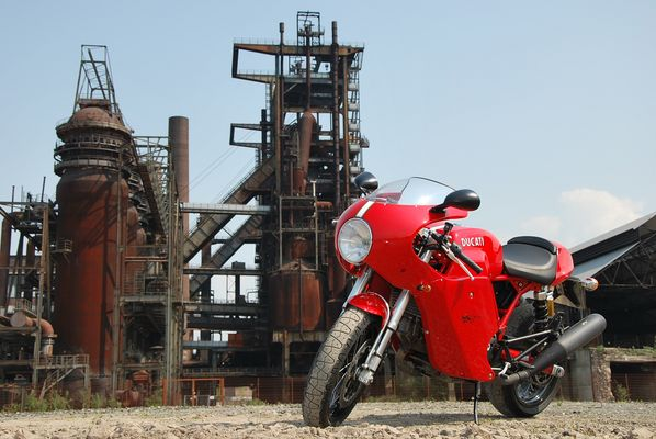 Ducati und Stahlwerk