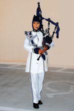 Dudelsackspielerin der omanischen Marine