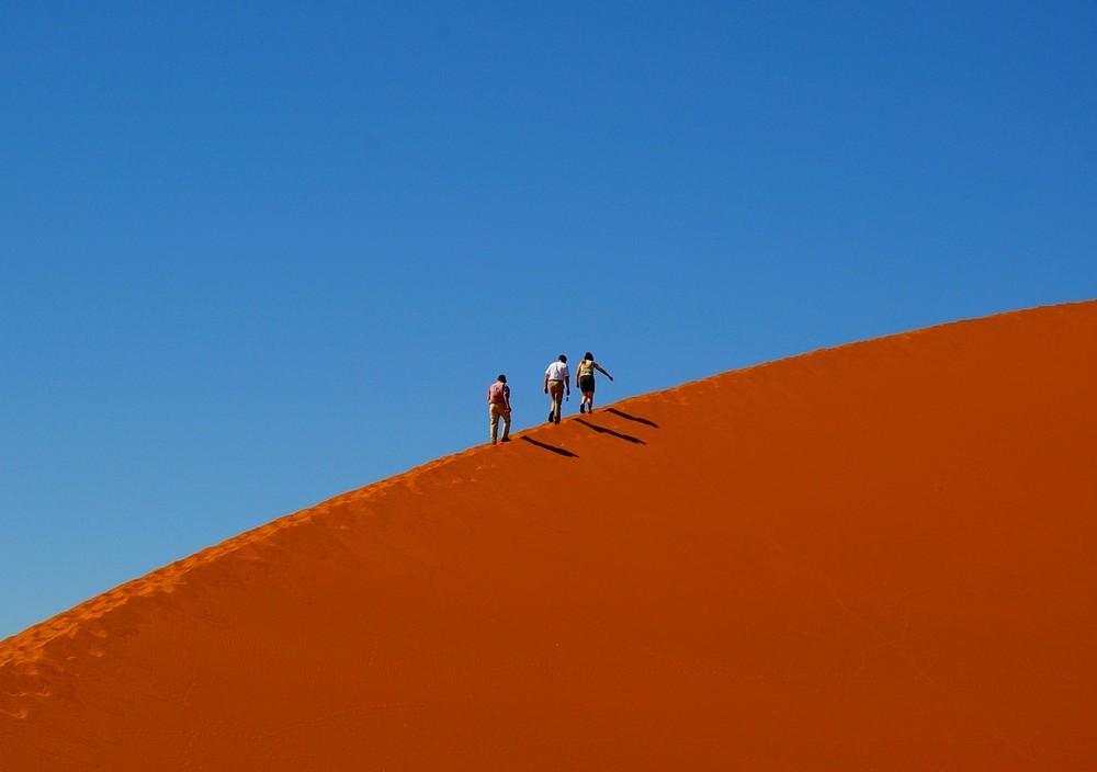 Dünenwanderung auf Düne 45 in Namibia
