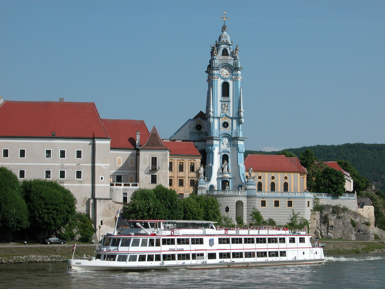 Dürnstein von Donau aus betrachtet