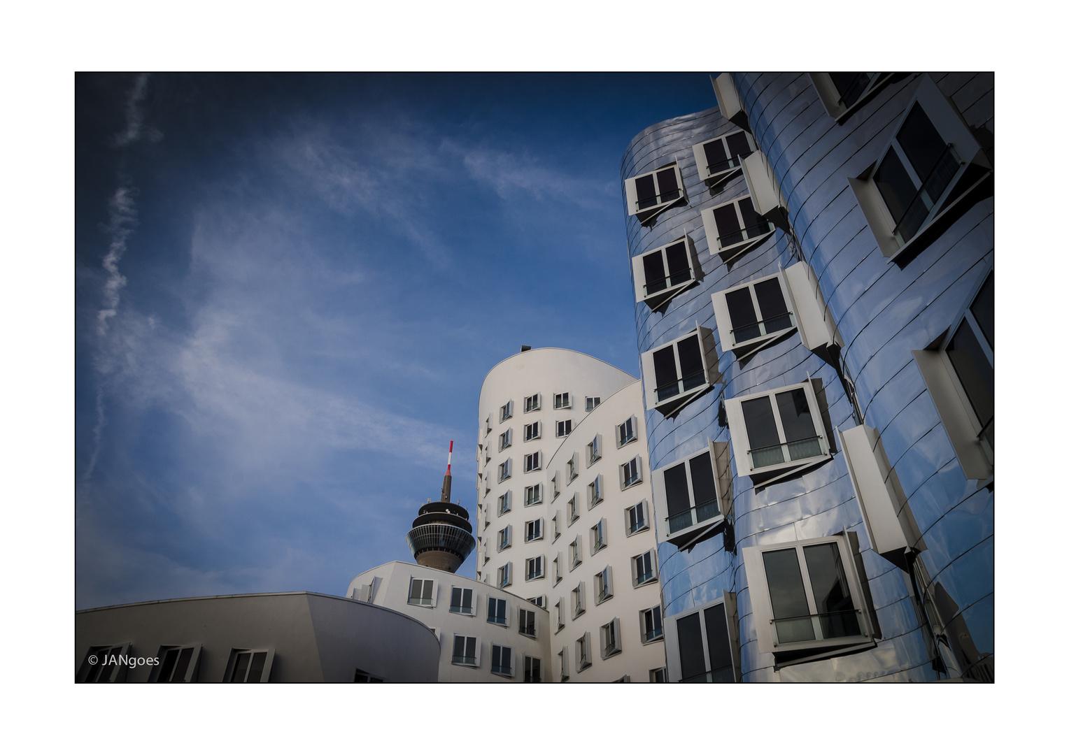 Düsseldorf 001 - Gehrybauten mit Turm