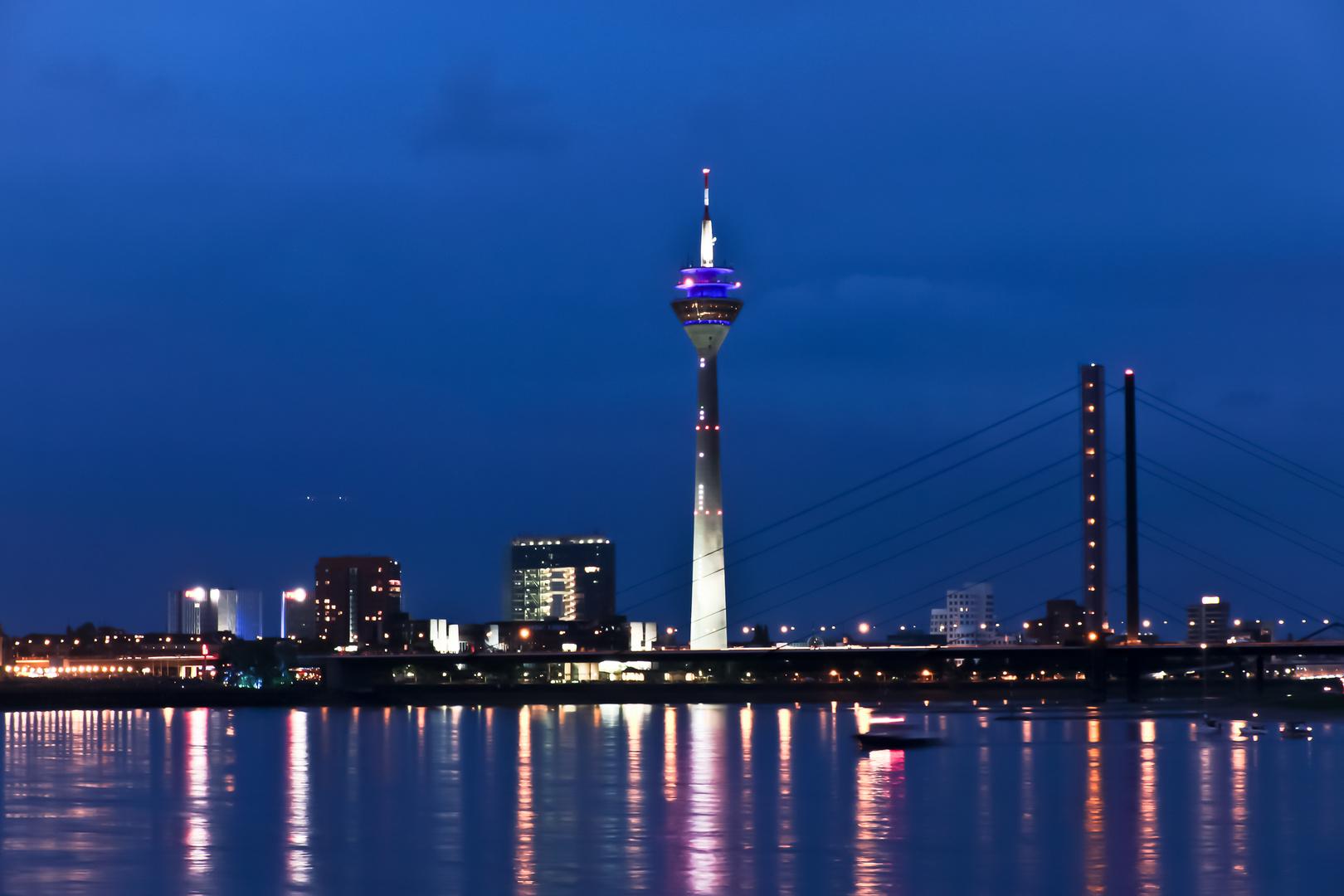 Düsseldorf am Abend am Japantag