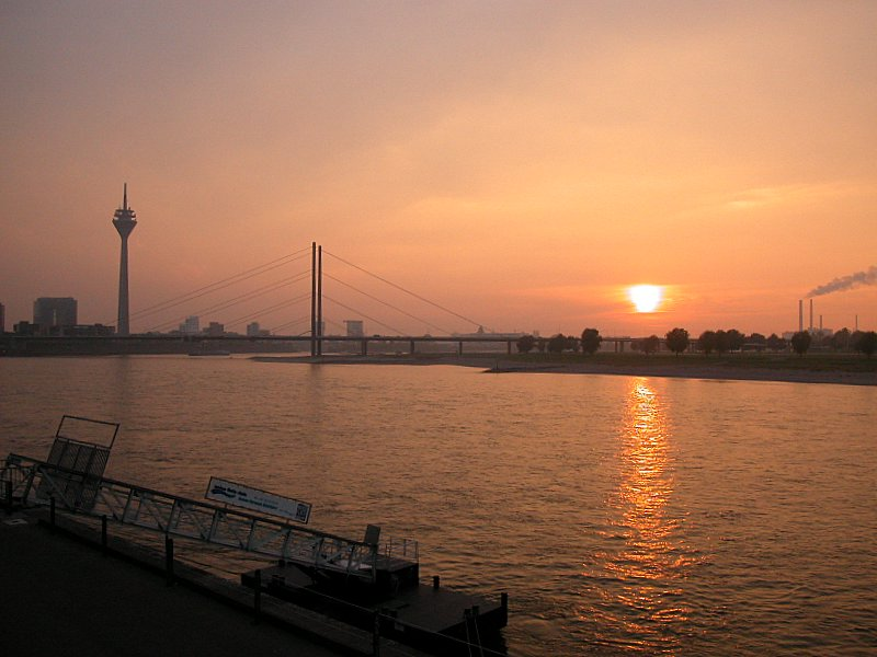 Düsseldorf am Rhein im Oktober...