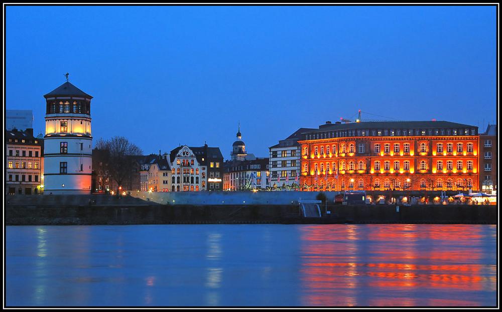 Düsseldorf-Burgplart bei Nacht