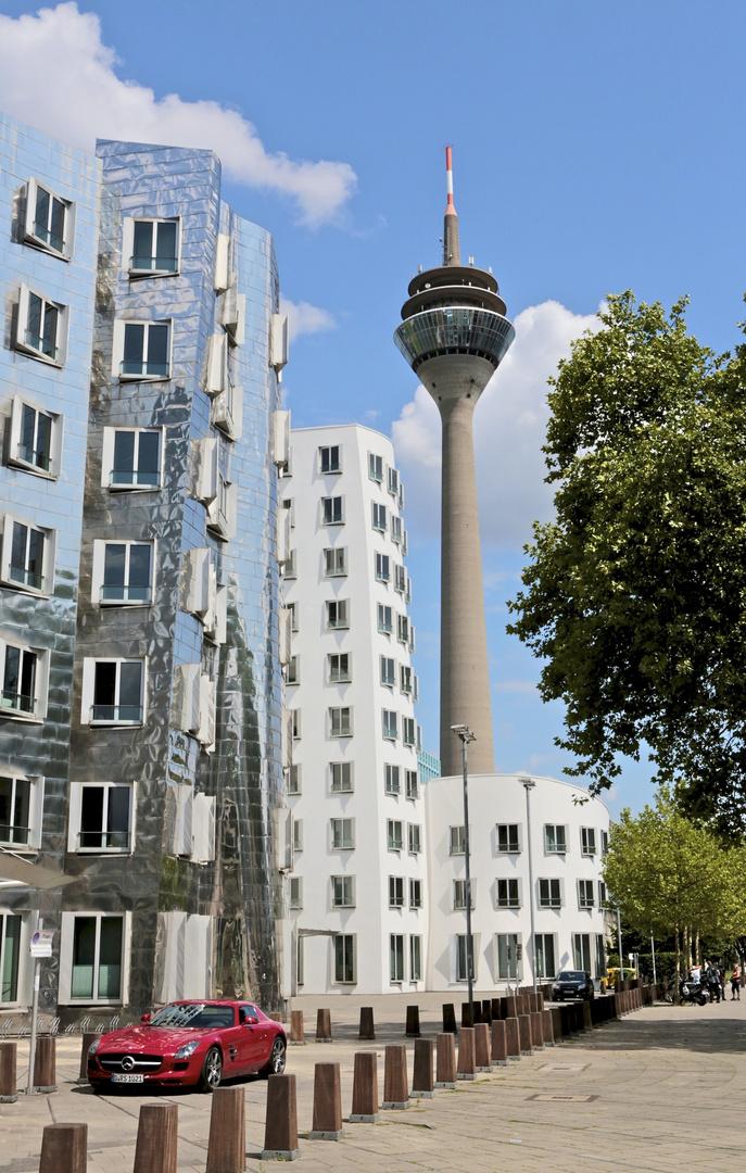 Düsseldorf Gerry Bauten mit Rheinturm